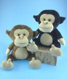 La peluche animale di seduta gioca la scimmia in due colori