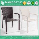 椅子のスタック可能椅子(魔法様式)を食事するテラスの籐椅子の藤の椅子