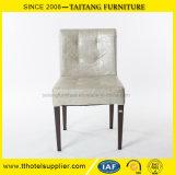 Ferro moderno que janta a cadeira com assento do plutônio