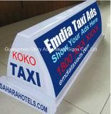 LEDのタクシーの上の印か屋外広告のタクシーの上の印
