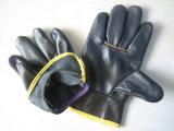 暗い色の家具の革ドライバー手袋