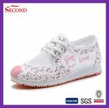 Chaussures en cuir occasionnelles du ressort des filles légères de lacet