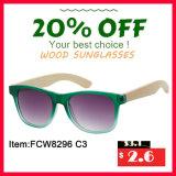 Пластичные солнечные очки с ногами объектива и древесины зеркала