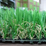 Alfombras falsas de la hierba del campo de fútbol