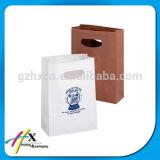 Bolsas de papel blancas impresas de Kraft que empaquetan bolsos con la maneta