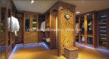 Новая деревянная мебель спальни гостиницы