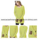 Lavori o indumenti a maglia fatti a mano del cachemire di colore giallo