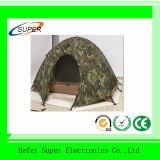折るキャンプし、スリープの状態であるベッドの屋外のテント