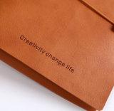 Diarios de cuero suaves de la cubierta con insignia grabada