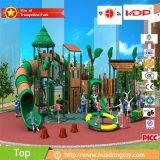 Waldserien-Kind-im Freienspielplatz mit Cer HD17-010A