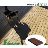Assoalho ao ar livre composto plástico de madeira impermeável do Decking da co-extrusão WPC