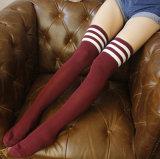 L'alta qualità all'ingrosso sopra il ginocchio barrato rende le calze delle alte donne lunghe
