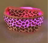 Heißer Mehrfarbenleopard-Druck-Entwurfweicher blinkender LED Nylonwristband