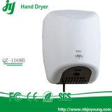 Secador fixado na parede da mão do ar do quarto de lavagem