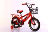 La bicicletta dei bambini dei capretti parte la bici dei bambini
