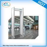 金属探知器のゲートを通る戸枠の機密保護の歩行