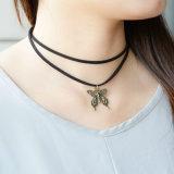 旧式な蝶魅力の倍の革鎖のチョークバルブのネックレス