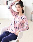 Pyjamas confortables de dames de peau de fin de doux