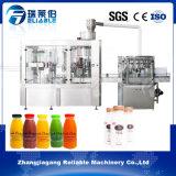 Botella de zumo de fruta automática llenando y capsulando la máquina