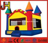 Het Springen van het kleurpotlood Huizen van de Uitsmijter van het Kasteel de Opblaasbare voor de Gebeurtenissen van de Partij