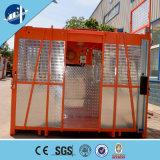 Elevadores de elevación al aire libre de la construcción con los estantes y los piñones para los personales y el material