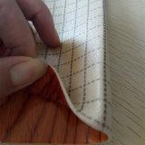 Tapis brillant ou gravé en relief de plancher d'éponge