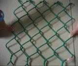 PVC上塗を施してあるチェーン・リンクの金網のダイヤモンドの網
