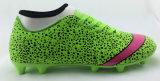 人のスポーツ・ソックスのフットボールの靴