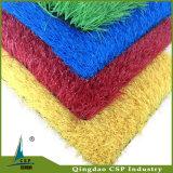 Grama artificial colorida para a terra da paisagem