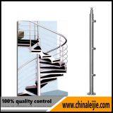 Escada em espiral com corrimão redondo