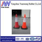 Estrada que adverte o cone plástico vermelho do tráfego