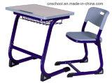 Mesa do estudante do MDF e jogo moldando sem emenda da cadeira