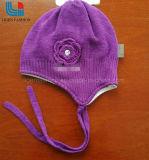 子供のためのタイが付いている編まれた帽子