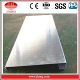 Moulage de J avec la façade étendue d'aluminium de patte