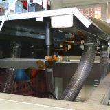 Máquina cortando do rolo para o copo de papel e a caixa