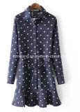 Camicia blu del velluto a coste del `S delle donne