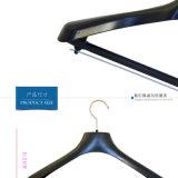 Preiswerter schwarzer Entwurfs-Plastik-Kleidung entspricht Aufhängungen