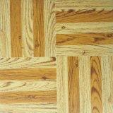 De duurzame Tegels van de Vloer van Vinly van de Korrel van pvc Houten