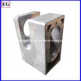 Части заливки формы механически оборудования подвергая механической обработке
