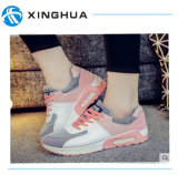 女性のための運動靴の偶然靴
