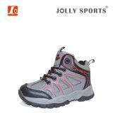 男の子および女の子のための子供の屋外のハイキングの靴