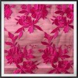 規則的な花の刺繍のレースの花の網の刺繍のレース