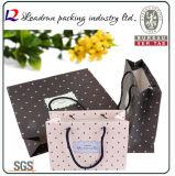 Sac cosmétique enduit promotionnel d'emballage de bijou de transporteur de papier d'art de main de cadeau d'achats de papier d'impression de Brown Papier d'emballage avec la corde en nylon de coton (a70)