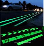 Freie Proben des Glühen-Pigment-Puders, leuchtend in der Dunkelheit