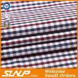 Tres colores teñieron la tela de algodón del telar jacquar