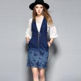 Blaues Baumwollfrauen-Kleid mit langer Hülse