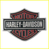 Фотоий вытравило тонкий стикер металлической пластинкы логоса мотоциклов металла