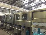 Los 5 galones automático reciclan el tipo máquina de rellenar del agua pura de la botella