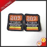 Neue Form-dekorative kundenspezifische preiswerte Stickerei-Markierungsfahnen-Änderungen am Objektprogramm für Mantel