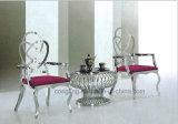 De Eettafel en de Stoel van het Ontwerp van de luxe voor Verkoop wordt geplaatst die